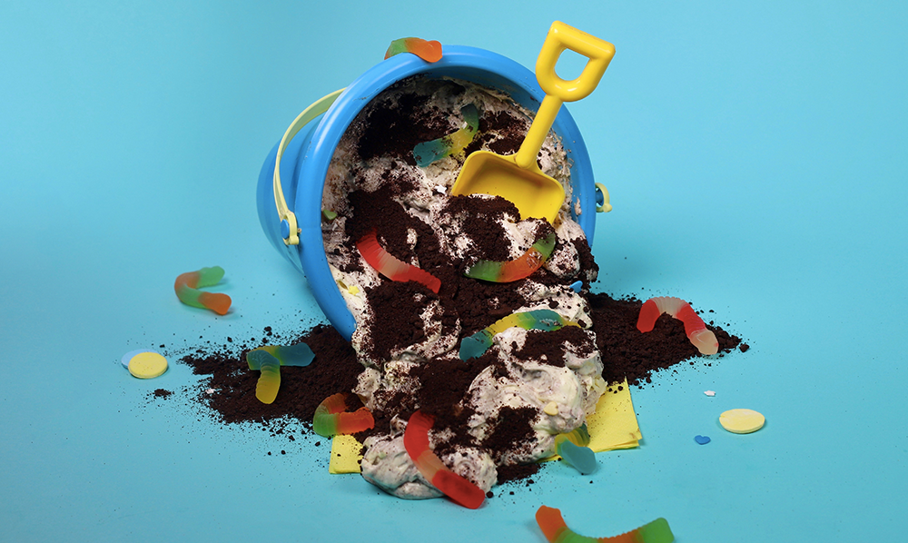 dirt and worms cake